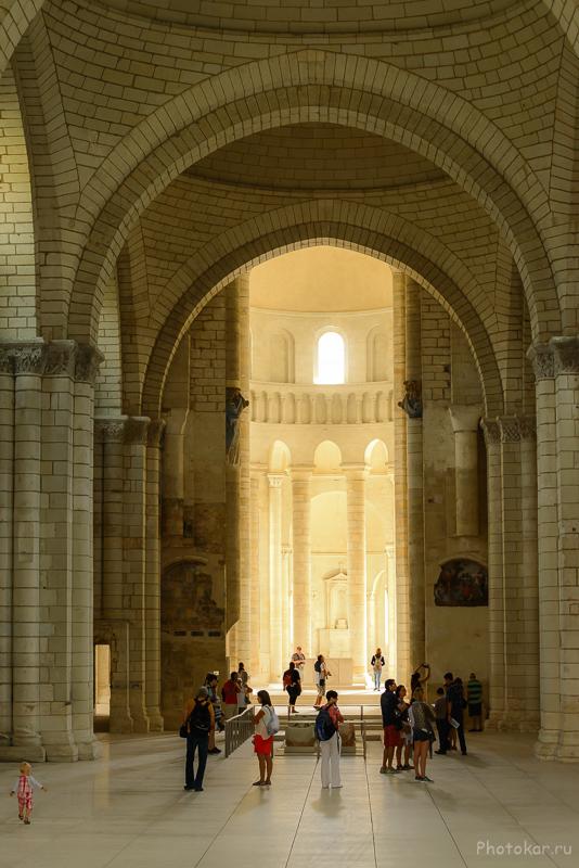 "Abbaye Royale de Fontevraud (в центре захоронен король ""Ричард львиное сердце"")"